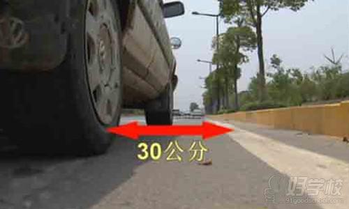 路考科目三:靠边停车的评判标准是怎样的?-广州番禺